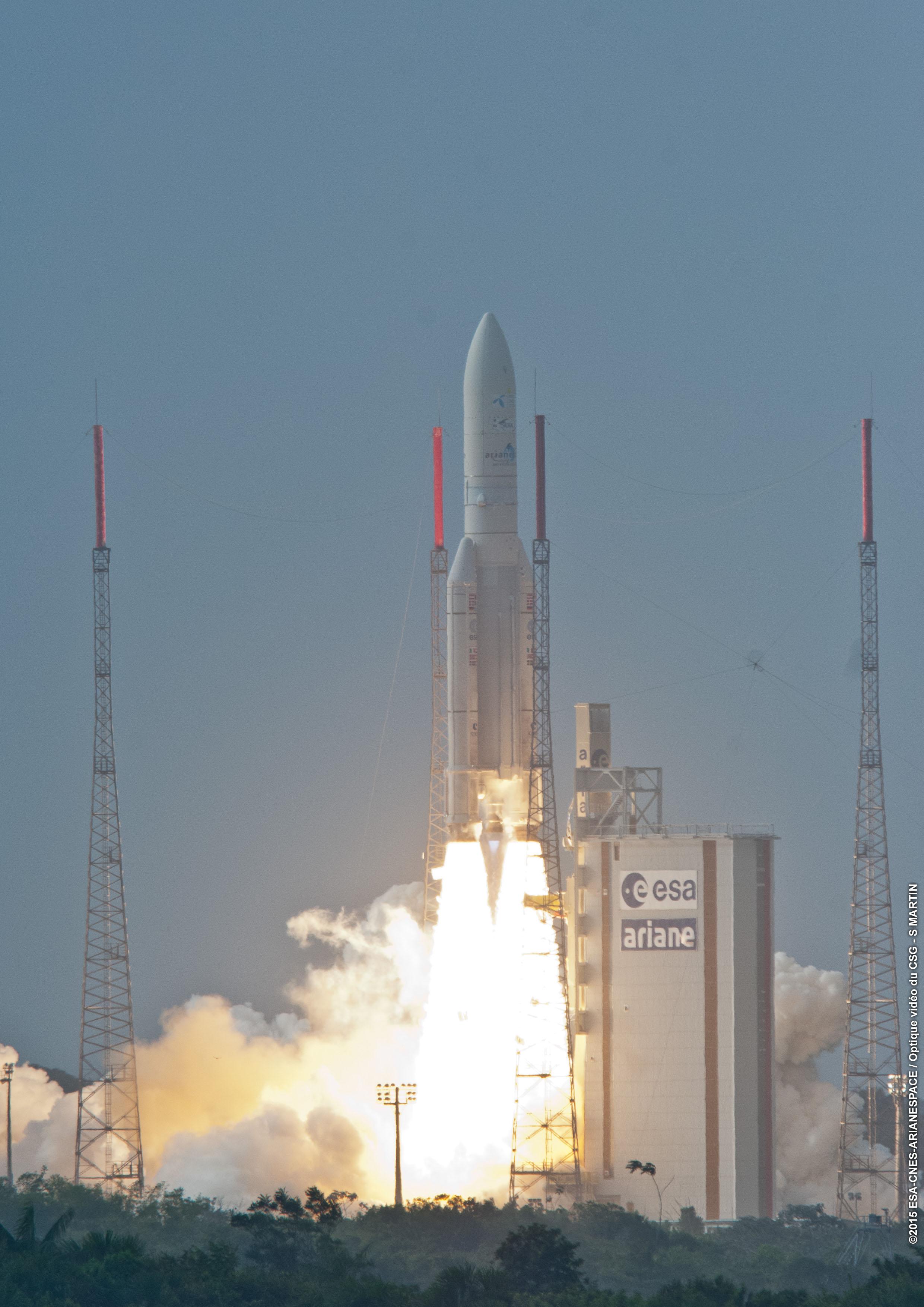 Oppskyting Av Satellitten Thor 7 I April 2015.