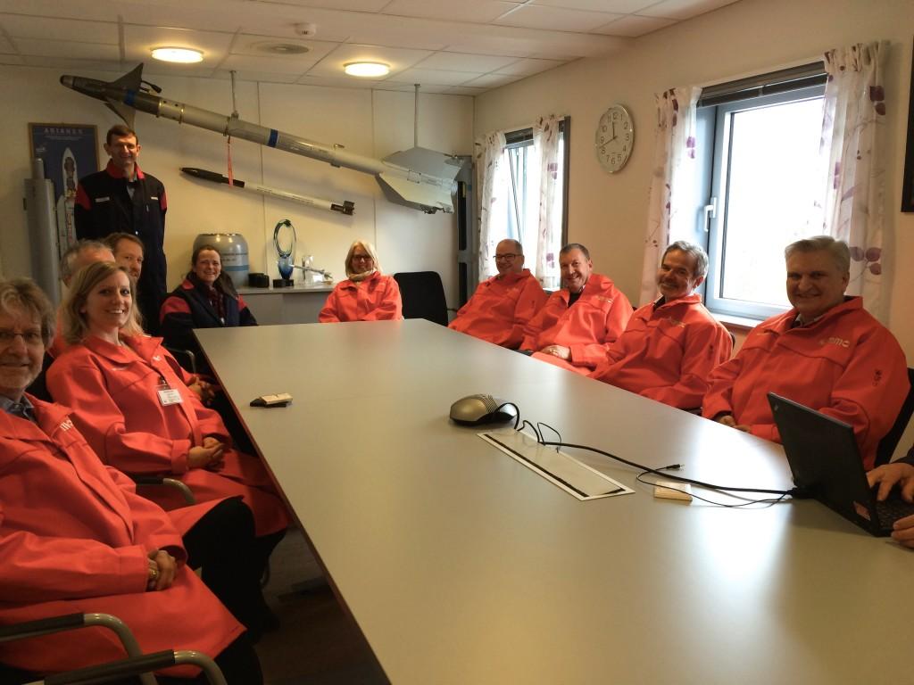 Deltakerene på NIFROs nedlemsmøte klare til å se på produksjonsanlegget til NAMMO.