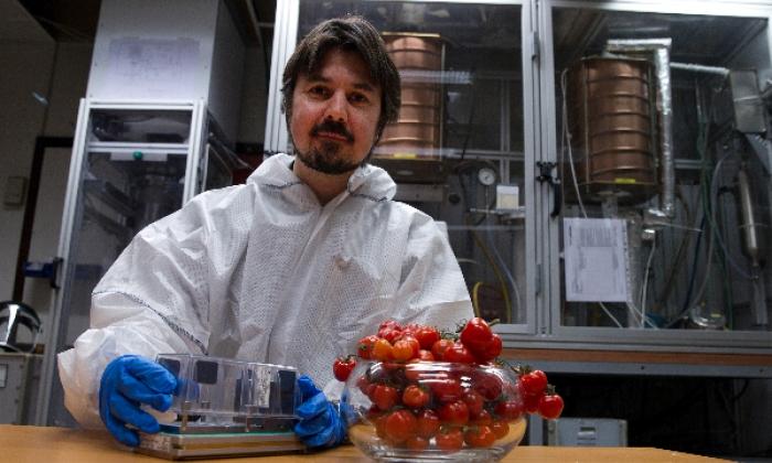 Bjarte G. B. Solheim, her i forbindelse med plantekammeret CMR har utviklet til den Internasjonale romstasjonen. Photo: Rune Nilsen, BT