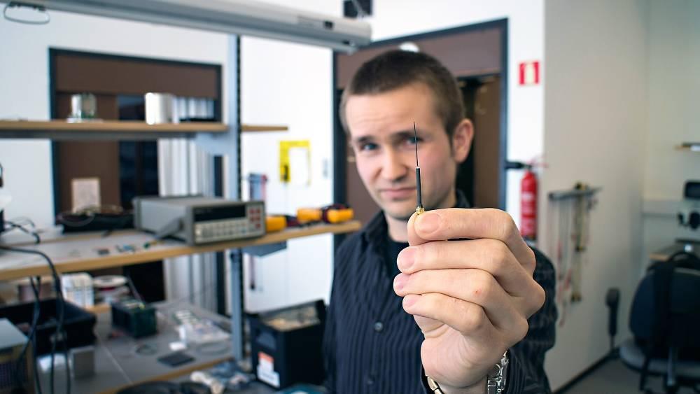 Ørliten Antenne Tilpasset De Små Nanosatellittene  Som Det Stadig Blir Flere Av. Foto: Odd Richard Valmot